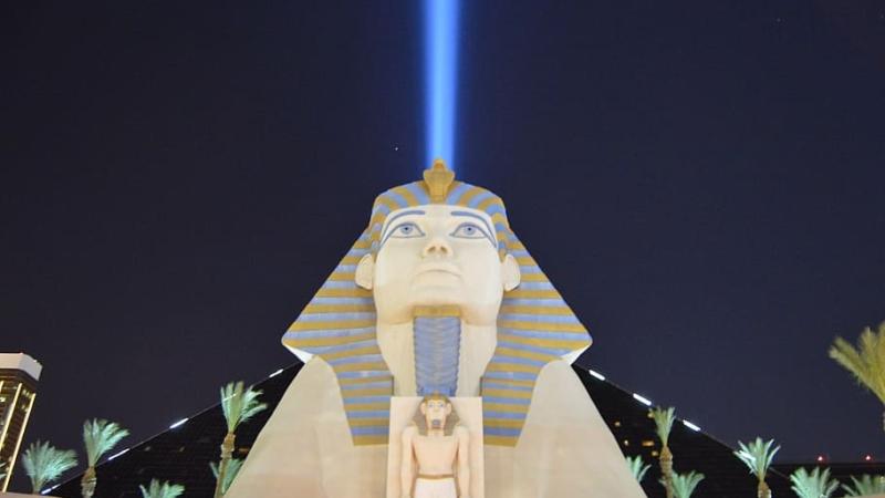 luxor las vegas sphinx at night